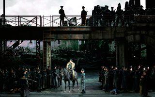Ο Ρώσος μπάσος Ιλντάρ Αμπντραζάκοφ στις πρόβες της όπερας «Αττίλας» του Τζουζέπε Βέρντι στο Μιλάνο.