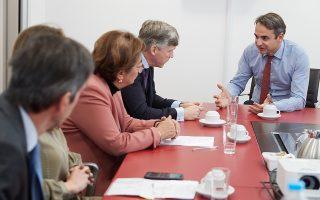 Ο πρόεδρος της Ν.Δ. Κυρ. Μητσοτάκης κατά τη χθεσινή συνάντηση με τον πρόεδρο και τα μέλη της εκτελεστικής επιτροπής της Ενωσης Ασφαλιστικών Εταιρειών Ελλάδος.