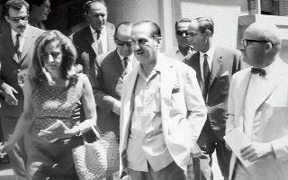 Ο Ευάγγελος Αβέρωφ μετά την απονομή χάριτος το 1967. Κατά τη διάρκεια της επταετίας αναζητούσε αγωνιωδώς μια ρεαλιστική διέξοδο για την Ελλάδα.
