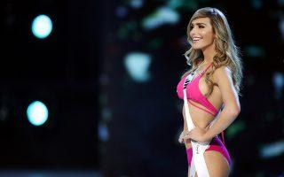 Σημαντική. Δεν έχει σημασία αν η εικονιζόμενη Angela Ponce η Μις Ισπανία, κερδίσει κάποιο τίτλο. Εχει σημασία ότι είναι η πρώτη διεμφυλική που συμμετέχει σε τέτοια διοργάνωση ως ισότιμη με τις άλλες διαγωνιζόμενες, αυτό από μόνο του την κάνει μέλος της ιστορίας. Εστω και αν είναι της ιστορίας των καλλιστείων, μιας και επέλεξε να διακριθεί σε ένα κατά πολλούς προσβλητικό για την γυναίκα χώρο. Η διοργάνωση της Miss Universe γίνεται στην Ταϊλάνδη. REUTERS/Athit Perawongmetha