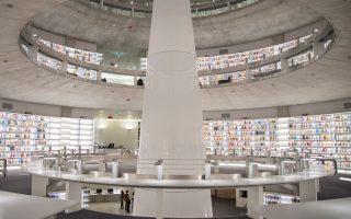 Η εντυπωσιακή βιβλιοθήκη του Πανεπιστημίου Κύπρου 15.700 τ.μ., έργο του κορυφαίου Γάλλου αρχιτέκτονα Ζαν Νουβέλ.