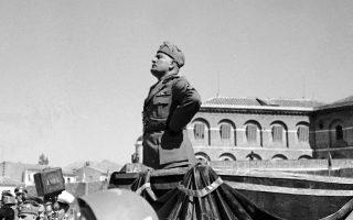 Ο Μουσολίνι σε ομιλία του στη Νάπολη το 1936, μπροστά σε Ιταλούς στρατιώτες με προορισμό την Αιθιοπία.