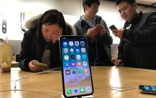 Σύμφωνα με τα στοιχεία του πρακτορείου Bloomberg η Κίνα προσφέρει στην Apple σχεδόν το 20% των συνολικών της πωλήσεων. Σε ετήσια έσοδα η αγορά αυτή αντιστοιχεί σε 50 δισ. δολάρια.