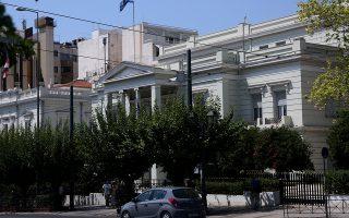 Το ΥΠΕΞ προειδοποιεί ότι οι αποφάσεις της κυβέρνησης Ράμα, που υπονομεύουν τα ιδιοκτησιακά δικαιώματα των Ελλήνων της Αλβανίας, θα έχουν επιπτώσεις στις ευρωπαϊκές φιλοδοξίες των Τιράνων.