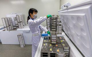Παράλληλα με την DeepMind της Google, ιατρικά εργαστήρια στην Κίνα ερευνούν τις προγνωστικές ιδιότητες της αλυσίδας του DNA. Το εργαστήριο της πόλης Νάντζινγκ προσπαθεί να χτίσει μια γενετική βάση δεδομένων που θα περιλαμβάνει τις πληροφορίες ολόκληρου του πληθυσμού της χώρας.