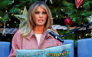 Η Πρώτη Κυρία των ΗΠΑ στη διάρκεια χριστουγεννιάτικης εκδήλωσης στην Ουάσιγκτον.
