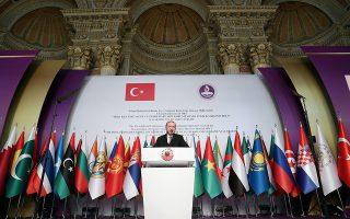 Ο Ρετζέπ Ταγίπ Ερντογάν, κατά τη διάρκεια της ομιλίας του προς τα μέλη του Οργανισμού Ισλαμικής Συνεργασίας στην Κωνσταντινούπολη.