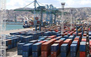 «Η οικονομία ανακάμπτει σταδιακά, κυρίως ως αποτέλεσμα του δυναμισμού των εξαγωγών και της ενίσχυσης της ιδιωτικής κατανάλωσης», σημειώνει ο ΣΕΒ.