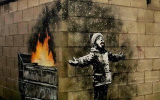 Ενα ακόμα κοινωνικό σχόλιο του καλλιτέχνη Banksy, σε τοίχους γκαράζ στο Πορτ Τάλμποτ.