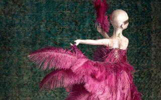 Ο Δημήτρης Ντάσιος και η Ιωάννα Παρασκευά έφτιαξαν 12 κούκλες σε έναν υπέροχο συνδυασμό γλυπτικής και μόδας.