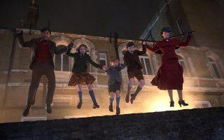 Η ιπτάμενη νταντά αναλαμβάνει ξανά δράση, για να φέρει τη χαρά στον κόσμο των παιδιών, σε μια μεγάλη παραγωγή της Ντίσνεϊ.