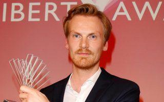 O Γερμανός δημοσιογράφος Κλάας Ρελότσιους στην περυσινή απονομή του βραβείου Ελευθερίας στο Βερολίνο.