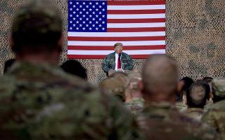 Ο πρόεδρος Τραμπ απευθύνεται στους Αμερικανούς στρατιώτες στη βάση Αλ Ασαντ, στο Ιράκ.