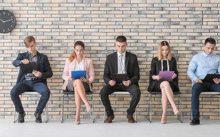 Το άγχος ενόψει μιας συνέντευξης για δουλειά μειώνεται, όταν οι υποψήφιοι έχουν προετοιμαστεί κατάλληλα μέσω ασκήσεων προσομοίωσης. Η συνεχής ένταση του ανταγωνισμού διεθνώς για μια «καλή» θέση αυξάνει αντίστοιχα και την προσέλευση των ενδιαφερομένων στις εταιρείες παροχής υποστηρικτικών υπηρεσιών.