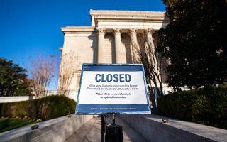 Στις ΗΠΑ, τα αρχεία του κράτους είναι για μερικές ημέρες κλειστά και στατιστικά στοιχεία δεν δημοσιοποιούνται. Στην Ελλάδα, είναι χαμένα...