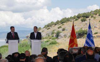 Με την απόφαση της πρόσφατης συνεδρίασης του ΝΑΤΟ, η κύρωση της Συμφωνίας των Πρεσπών (φωτ. από την υπογραφή της) από την ελληνική Βουλή αποσυνδέεται από την έγκριση του Πρωτοκόλλου Εισδοχής της ΠΓΔΜ εκ μέρους της Αθήνας.