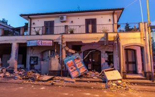 nea-seismiki-donisi-4-8-richter-sti-sikelia-amp-8211-toylachiston-tesseris-traymaties-fotografies0