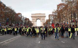 Μέσα σε ένα μήνα τα «Κίτρινα Γιλέκα» με τις κινητοποιήσεις τους αναστάτωσαν τη Γαλλία και προβλημάτισαν ολόκληρη την Ευρώπη.