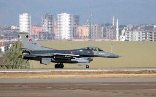 Τουρκικό F-16 απογειώνεται από τη βάση του Ιντσιρλίκ. Τα αμυντικά προγράμματα της Αγκυρας βρίσκονται σε εξέλιξη παρά τα προβλήματα της οικονομίας της. Την ίδια ώρα, η Αθήνα «απαντά» με την έναρξη του προγράμματος αναβάθμισης των 84 F-16 της Πολεμικής Αεροπορίας στην έκδοση «Viper».