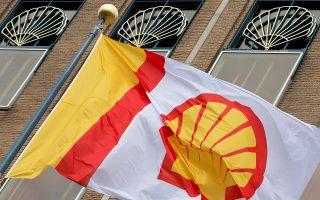 Η Royal Dutch Shell δεσμεύθηκε όχι μόνον να μειώσει τις εκπομπές καυσαερίων, αλλά να θέσει συγκεκριμένους στόχους το 2019 και να εξαρτήσει τις αμοιβές των υψηλόβαθμων στελεχών της από την επίτευξη των στόχων αυτών.