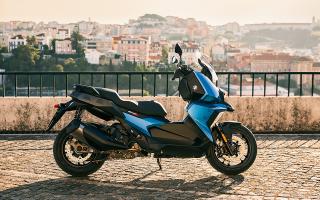 efthasan-ta-prota-scooter-bmw-c-400x-stin-elliniki-agora0