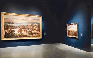 Οι τοίχοι του Met φιλοξενούν τα έργα σε βαθύ μπλε φόντο.