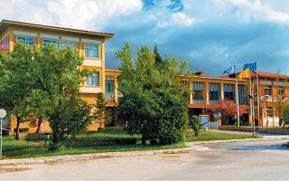 Ενας λόγος για την αλλαγή κλίματος στο Πανεπιστήμιο Πατρών σε σχέση με την απορρόφηση του ΤΕΙ Δυτικής Ελλάδος είναι τα εμπόδια που εμφανίζονται στην ίδρυση Νομικής Σχολής στην Πάτρα.