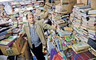 Ο Χοσέ Αλμπέρτο Γκουτιέρες έχει περάσει 21 χρόνια προσπαθώντας να μεταμορφώσει την Κολομβία με τα βιβλία που μαζεύει από τα σκουπίδια.