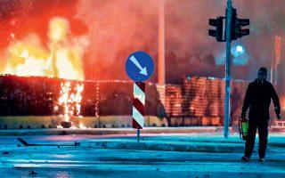 Στις φλόγες τυλίχθηκε το εργοτάξιο του μετρό στη Θεσσαλονίκη, χθες, κατά τη διάρκεια των επεισοδίων που για μία ακόμη φορά αμαύρωσαν την επέτειο δολοφονίας του Αλέξανδρου Γρηγορόπουλου. Ομάδες κουκουλοφόρων έστησαν οδοφράγματα, προκάλεσαν φθορές και επιτέθηκαν με πέτρες και βόμβες μολότοφ στους αστυνομικούς, ενώ στην Αθήνα η ΕΛ.ΑΣ. επιστράτευσε όχι ένα, αλλά τρία υδροβόλα οχήματα, προκειμένου να καταστείλει τα επεισόδια που έλαβαν χώρα στην περιοχή των Εξαρχείων.