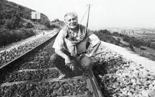 Θέμης Μαρίνος. Τον Σεπτέμβριο του 1942 ως μέλος της βρετανικής ομάδας αλεξιπτωτιστών πραγματοποίησε το άλμα στην περιοχή της Γκιώνας, μαζί με άλλους Βρετανούς αξιωματικούς, με στόχο την ανατίναξη της σιδηροδρομικής γέφυρας του Γοργοποτάμου.
