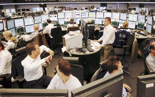 Στο Μιλάνο, ο δείκτης FTSE Mib απώλεσε το 1,93% της αξίας του, ενώ ο πανευρωπαϊκός δείκτης FTSE Eurotop-100 έχασε 1,45%.