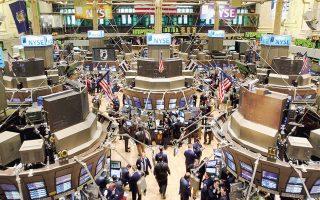 Ο δείκτης εταιρειών υψηλής κεφαλαιοποίησης Dow Jones υποχωρούσε αργά χθες το βράδυ κατά 2,94% και ο ευρύτερος δείκτης S&P 500 κατέγραφε απώλειες της τάξης του 3,02%. Ακόμη πιο απογοητευτική ήταν η κατάσταση για τις εταιρείες του Nasdaq ο οποίος κατέγραφε απώλειες 3,44%.