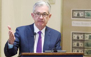 Μολονότι ο επικεφαλής της Fed Τζερόμ Πάουελ είπε πως τα βασικά μεγέθη της οικονομίας παραμένουν ισχυρά και δεν υπάρχουν σοβαρές ενδείξεις που να προμηνύουν ύφεση στην οικονομία, η Fed αναθεώρησε προς τα κάτω τις προβλέψεις για την ανάπτυξη και τον πληθωρισμό, από το 2,5% στο 2,3% και από το 2% στο 1,9%, αντίστοιχα. Δεδομένων των νέων, χαμηλότερων προβλέψεων για την πορεία της οικονομίας, η Fed τείνει σε δύο αυξήσεις του βασικού επιτοκίου το 2019 και όχι τρεις που είχε αφήσει να εννοηθεί πως θα κάνει τον Σεπτέμβριο.