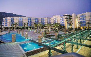 Εφόσον οι βασικοί μέτοχοι της Club Hotel Loutraki, οι Ισραηλινοί Μοσέ Μπουμπλίλ και Γίγκαλ Ζίλκα, συμφωνήσουν να του παραχωρήσουν και τις μετοχές έναντι τιμήματος που μένει να συμφωνηθεί, ο όμιλος Comer θα καταστεί νέος βασικός μέτοχος και μπορεί διά των προβλέψεων του άρθρου 106 του πτωχευτικού, που έχει ήδη ενεργοποιηθεί ύστερα από σχετική αίτηση της διοίκησης του καζίνο, να προχωρήσει ως νέος ιδιοκτήτης στην εξυγίανση της επιχείρησης.