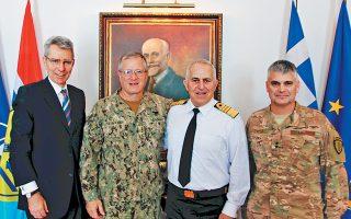 Από αριστερά: Ο πρέσβης των ΗΠΑ στην Ελλάδα Τζέφρεϊ Πάιατ, ο υποδιοικητής της διοίκησης Ειδικών Επιχειρήσεων των ΗΠΑ (SOCOM) αντιναύαρχος Τιμ Σιμάνσκι, ο αρχηγός ΓΕΕΘΑ ναύαρχος Ευ. Αποστολάκης και ο διοικητής Ειδικών Επιχειρήσεων ΗΠΑ στην Ευρώπη (SOCEUR) ταγματάρχης Κερκ Σμιθ, κατά τη χθεσινή συνάντησή τους.