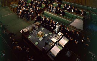 Άποψη της αίθουσας της Βουλής των Κοινοτήτων τον Ιούλιο του 1970, με τη φιγούρα της Μάργκαρετ Θάτσερ να δεσπόζει, πολλά χρόνια πριν ορκιστεί πρωθυπουργός. © Fox Photos/Getty Images/Ideal Image
