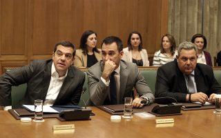 Ο πρωθυπουργός Αλέξης Τσίπρας (Α), ο υπουργός Εσωτερικών Αλέξανδρος Χαρίτσης (Κ) και ο υπουργός Εθνικής Άμυνας και πρόεδρος των ΑΝΕΛ Πάνος Καμμένος (Δ) συμμετέχουν στη συνεδρίαση του Υπουργικού Συμβουλίου στη Βουλή, Αθήνα, Τρίτη 16 Οκτωβρίου 2018. ΑΠΕ-ΜΠΕ/ΑΠΕ-ΜΠΕ/ΣΥΜΕΛΑ ΠΑΝΤΖΑΡΤΖΗ