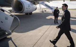 (Ξένη Δημοσίευση) Ο πρωθυπουργός Αλέξης Τσίπρας επιβιβάζεται στο αεροπλάνο για να αναχωρήσει για την έκτακτη Σύνοδο Κορυφής για το μεταναστευτικό που γίνεται σήμερα στις Βρυξέλλες, Πέμπτη 23 Απριλίου 2015. ΑΠΕ-ΜΠΕ/ΓΡΑΦΕΙΟ ΤΥΠΟΥ ΠΡΩΘΥΠΟΥΡΓΟΥ/Andrea Bonetti