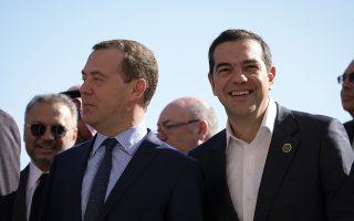 (Ξένη Δημοσίευση) Ο πρωθυπουργός Αλέξης Τσίπρας (Δ) συνομιλεί με τον Ρώσο πρωθυπουργό Ντμίτρι Μεντβέντεφ (Α) στην οικογενειακή φωτογραφία των ηγετών που συμμετέχουν στις εργασίες της Διάσκεψης για τη Λιβύη, στο Παλέρμο, Τρίτη 13 Νοεμβρίου 2018. ΑΠΕ-ΜΠΕ/ΓΡΑΓΦΕΙΟ ΤΥΠΟΥ ΠΡΩΘΥΠΟΥΡΓΟΥ/Andrea Bonetti