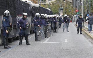 Άνδρες των ΜΑΤ σε μέτρα ασφαλείας μπροστά από την Αμερικάνικη Πρεσβεία, λίγο πριν φθάσει η πορεία για την 45η επέτειο της εξέγερσης του Πολυτεχνείου που έγινε το 1973, στην Αθήνα, Σάββατο 17 Νοεμβρίου 2018. Με την πορεία προς την αμερικανική πρεσβεία ολοκληρώνονται οι τριήμερες εκδηλώσεις για την 45η επέτειο της εξέγερσης του Πολυτεχνείου. ΑΠΕ ΜΠΕ/ΑΠΕ ΜΠΕ/ΑΛΕΞΑΝΔΡΟΣ ΒΛΑΧΟΣ