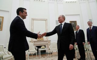 Οι ηγέτες Ελλάδας και Ρωσίας φάνηκε ότι διατηρούν τις απόψεις τους για τη συμφωνία των Πρεσπών και, κυρίως, για την προοπτική ένταξης της ΠΓΔΜ στο ΝΑΤΟ. Μάλιστα, την ημέρα συνάντησης Τσίπρα - Πούτιν, ο Ρώσος ΥΠΕΞ Σεργκέι Λαβρόφ επανέλαβε την άποψη περί χρηματισμών και πιέσεων για να περάσει η συνταγματική αναθεώρηση στα Σκόπια.