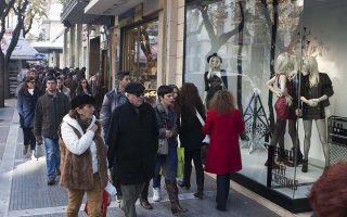 Κόσμος στην αγορά, Κυριακή 15 Δεκεμβρίου 2013 . Ανοιχτά και σήμερα Κυριακή τα εμπορικά καταστήματα όπου και ξεκινάει το εορταστικό ωράριο του Εμπορικού Συλλόγου Θεσσαλονίκης. ΑΠΕ ΜΠΕ/PIXEL/ΜΠΑΡΜΠΑΡΟΥΣΗΣ ΣΩΤΗΡΗΣ