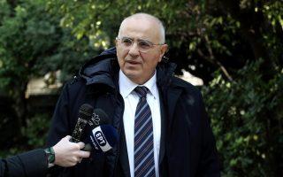 Ο πρόεδρος της  Ένωσης Ελληνικών Τραπεζών Νίκος Καραμούζης κάνει δηλώσεις εξερχόμενος από το Μέγαρο Μαξίμου μετά τη συνάντησή του προεδρείου της ΕΕΤ με τον πρωθυπουργό Αλέξη Τσίπρα, Αθήνα, Παρασκευή 28 Δεκεμβρίου 2018. ΑΠΕ-ΜΠΕ/ΑΠΕ-ΜΠΕ/ΣΥΜΕΛΑ ΠΑΝΤΖΑΡΤΖΗ
