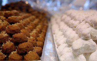Βασιλόπιτα, τσουρέκι, μελομακάρονα, δίπλες και κουραμπιέδες τα παραδοσιακά γλυκά των Χριστουγέννων, Παρασκευή 16 Δεκεμβρίου 2016. ΑΠΕ-ΜΠΕ/ΑΠΕ-ΜΠΕ/ΑΛΕΞΑΝΔΡΟΣ ΒΛΑΧΟΣ