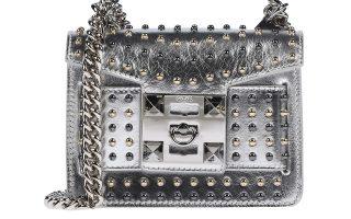 Μεταλλιζέ τσάντα ταχυδρόμου με τρουκς €229,00