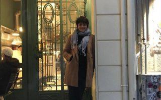 Η Σάρα Μαρντίνι φωτογραφημένη στην Αθήνα μετά την αποφυλάκισή της. Πλέον, θα συνεχίσει τις σπουδές της στο Βερολίνο, ενώ ελπίζει ότι θα βρεθεί τρόπος να ξεπεραστεί η απαγόρευση που της επιβλήθηκε και θα καταφέρει να ταξιδέψει σύντομα στην αγαπημένη της Λέσβο.