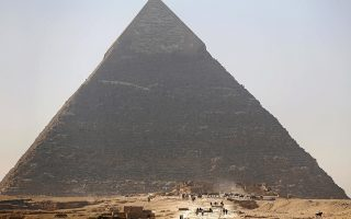 FILE PHOTO: Tourists visit the Pyramid of Khufu, the largest of the Great Pyramids of Giza, on the outskirts of Cairo, Egypt on March 2, 2016. REUTERS/Amr Abdallah Dalsh/File Photo