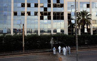 Άνδρες της Αντιτρομοκρατικής ερευνούν  το σημείο της έκρηξης έξω από τον τηλεοπτικό σταθμό ΣΚΑΪ, Δευτέρα 17 Δεκεμβρίου 2018. Ισχυρή έκρηξη βόμβας σημειώθηκε στις 02:30 τα ξημερώματα της Δευτέρας έξω από τα γραφεία του τηλεοπτικού σταθμού στο Νέο Φάληρο. ΑΠΕ-ΜΠΕ/ΑΠΕ-ΜΠΕ/Αλέξανδρος Μπελτές