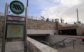 kleistos-o-stathmos-toy-metro-syntagma-apo-tis-12-to-mesimeri0