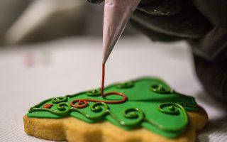 Τρισδιάστατα γλυκά-γλυπτά, περίτεχνες ζωγραφιές και μοναδικές δημιουργίες φτιαγμένες εξ ολοκλήρου από βρώσιμα υλικά για τα Χριστούγεννα από τη ζαχαροτεχνικό Κατερίνα Τιχάκοβα, Κυριακή 3 Δεκεμβρίου 2017. ΑΠΕ-ΜΠΕ/ΑΠΕ-ΜΠΕ/ΝΙΚΟΣ ΑΡΒΑΝΙΤΙΔΗΣ